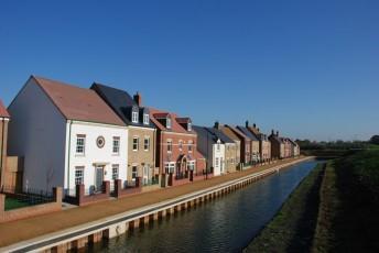 Restored canal at Wichelstowe in Swindon.