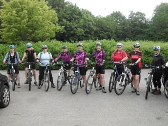 Women mountain bikers near Swindon.