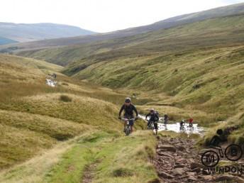 y Das mountain biking