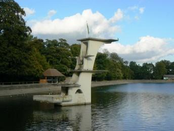 Art_deco_diving_board,_Coate_Water,_Swindon,_Wiltshire_-_geograph.org.uk_-_320302